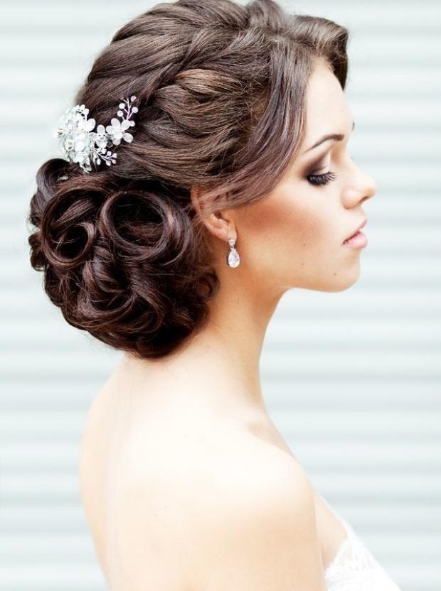 Свадебная прическа на средние тонкие волосы