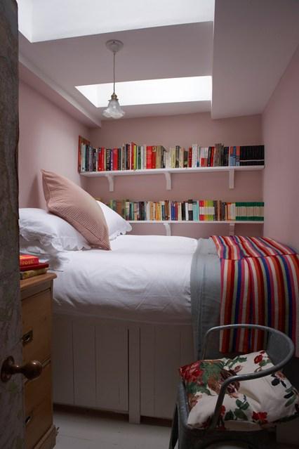 Как сделать небольшую спальню уютной