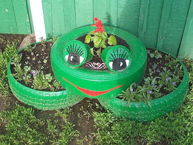 Клумбы из шин для сада и огорода с