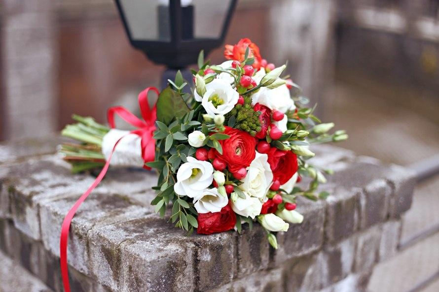 Красивые свадебные  белые с красным