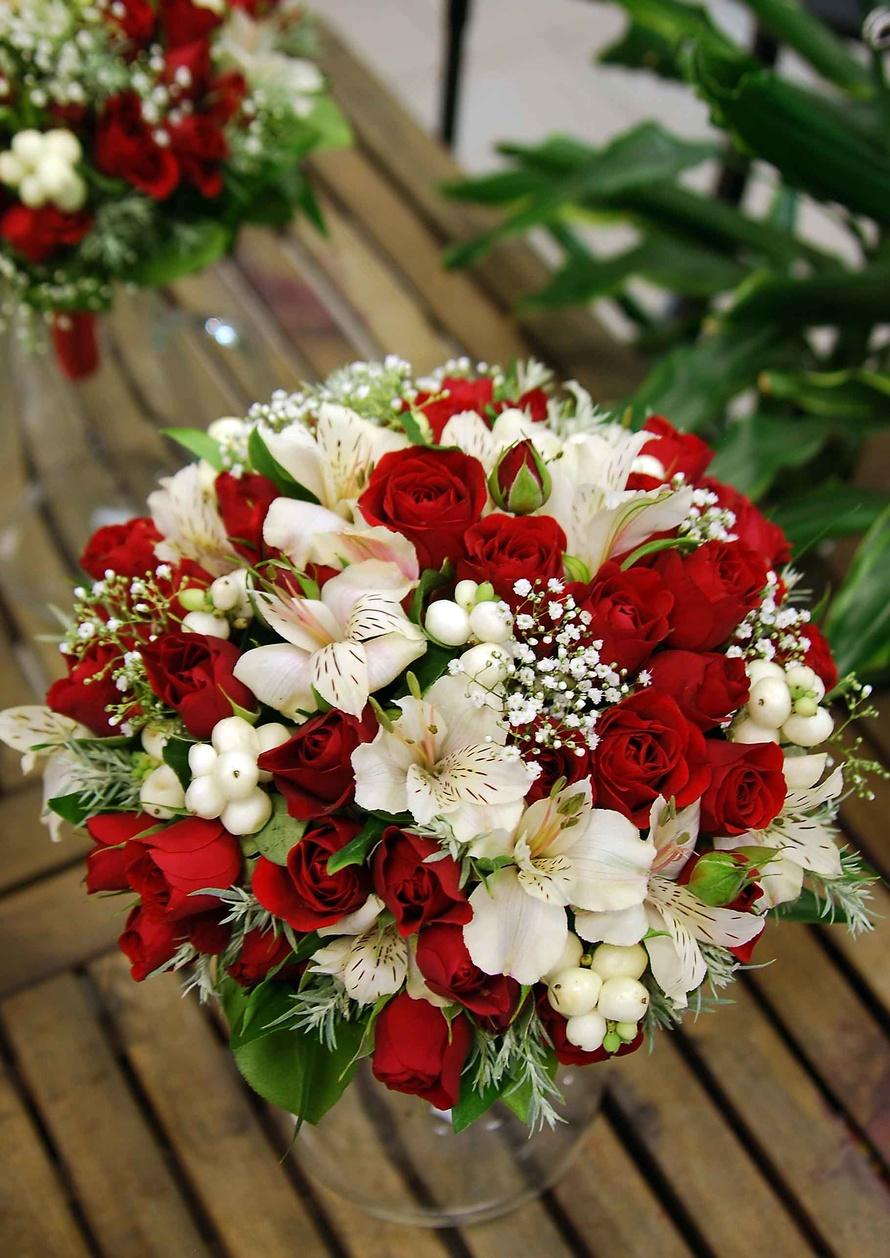 Свадебные букеты красно-белые фото
